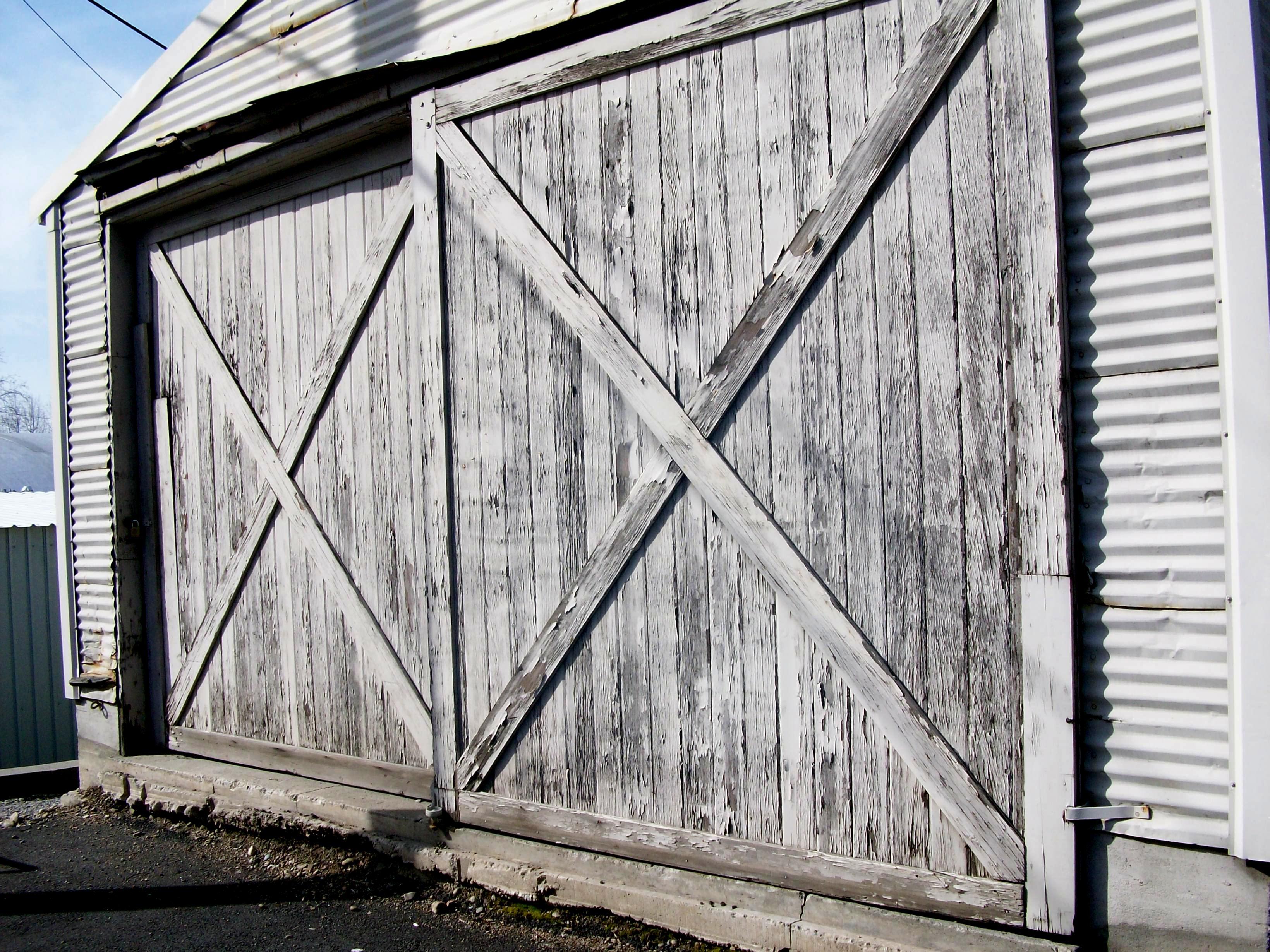 Bon ... Old Barn Door. I ...